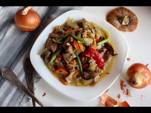 Свинина с овощами//Свинина жареная с овощами на сковороде в сливочном соусе